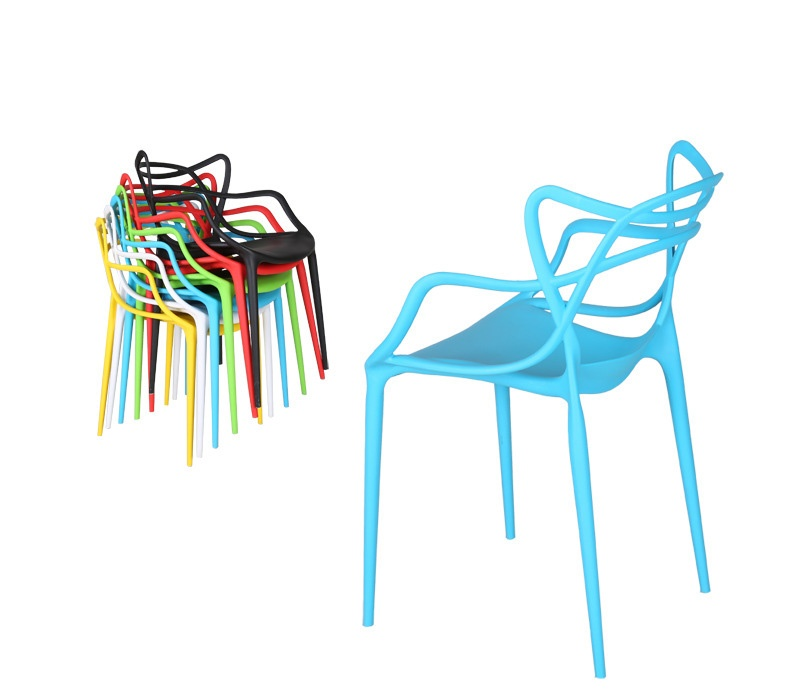 Chaise kartell master new kartell masters stuhl grau with for Chaise transparente kartell
